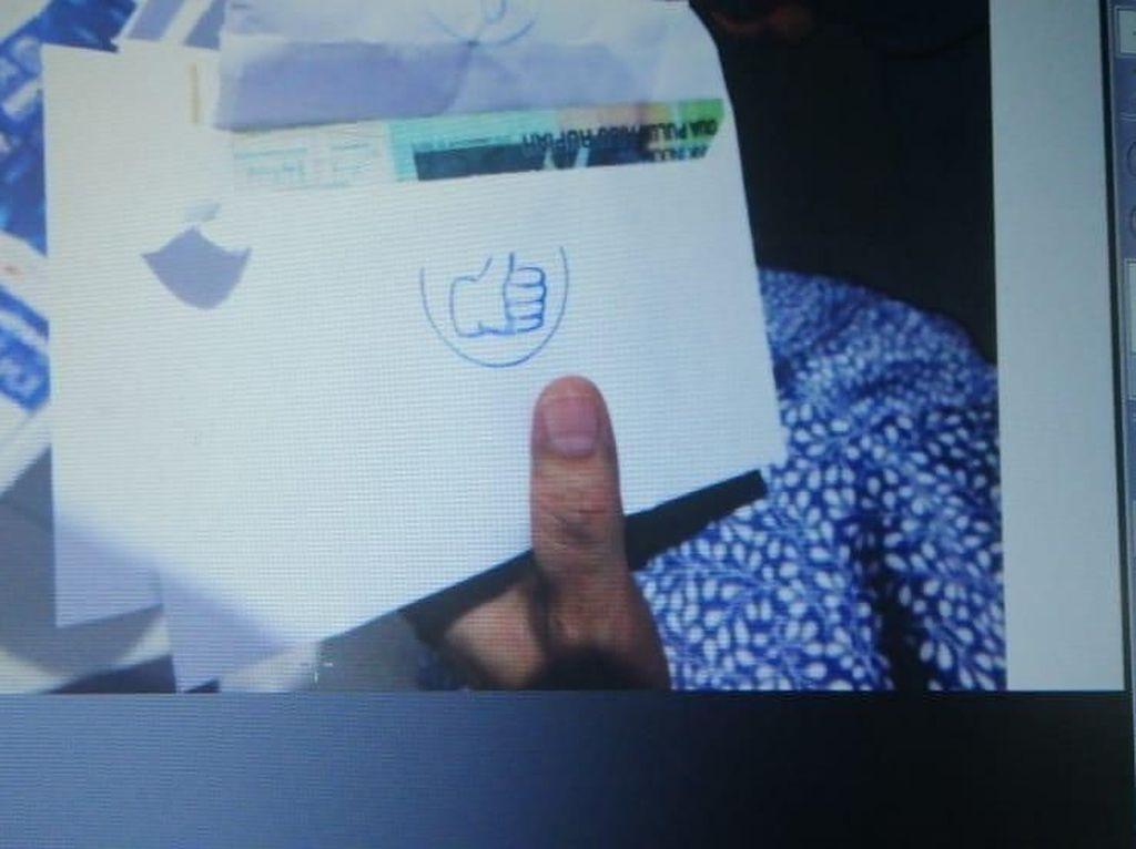 Jaksa KPK Tunjukkan Amplop Bercap Jempol di Sidang Bowo Sidik