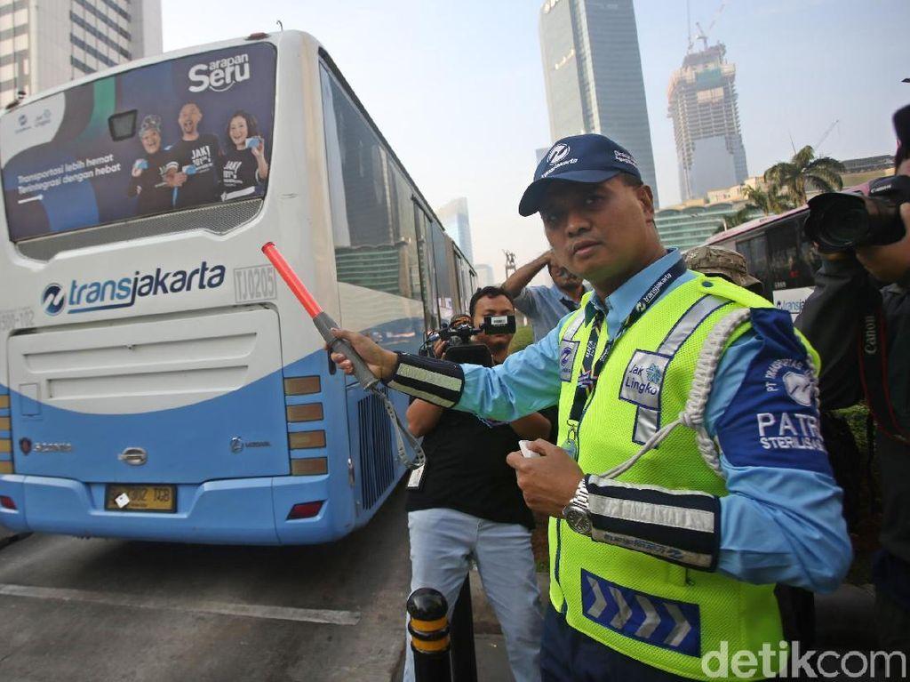 Momen Dirut TransJakarta Jadi Petugas Patroli