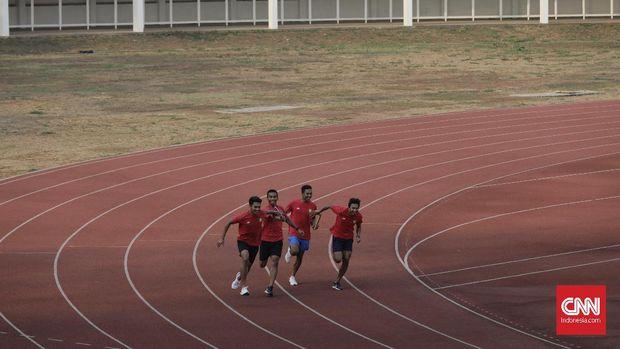 Tim estafet putra 4x100 meter mengikuti pemusatan latihan nasional (Pelatnas) Atletik di Stadion Madya Gelora Bung Karno, Jakarta, Selasa, 3 September 2019. PB PASI terus memberikan latihan kepada atlet-atlet atletik sebagai persiapan ajang SEA Games 2019 di Filipina .