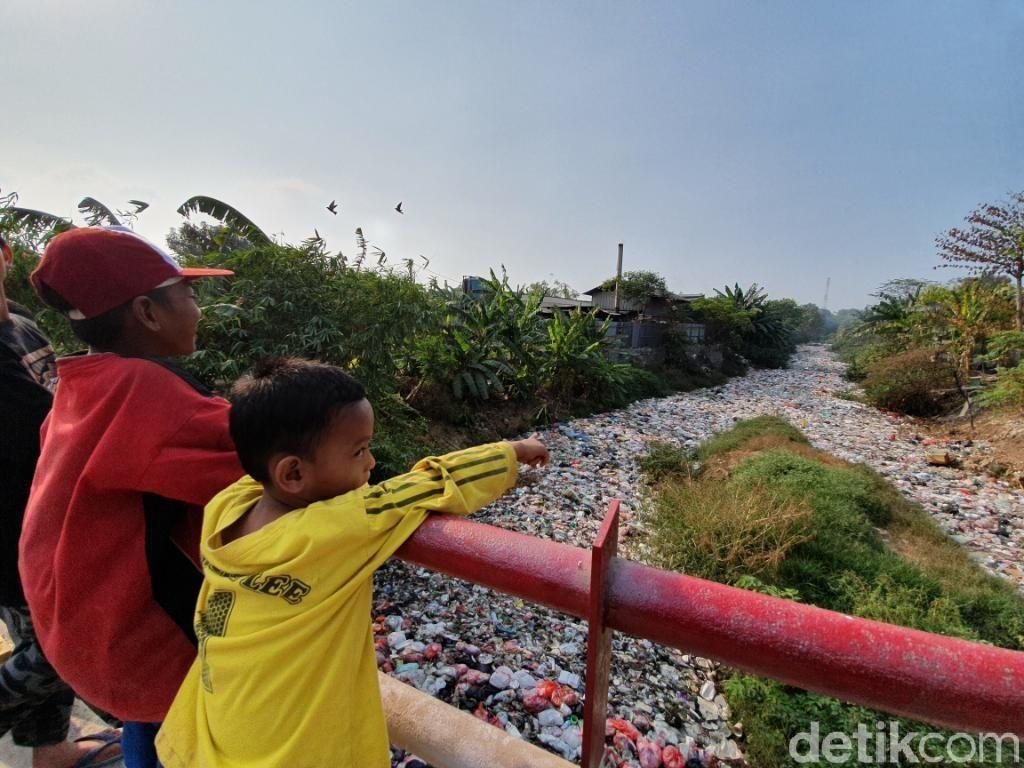 Dinas LH Bekasi Akan Cek Lautan Sampah di Kali Jambe Hari Ini