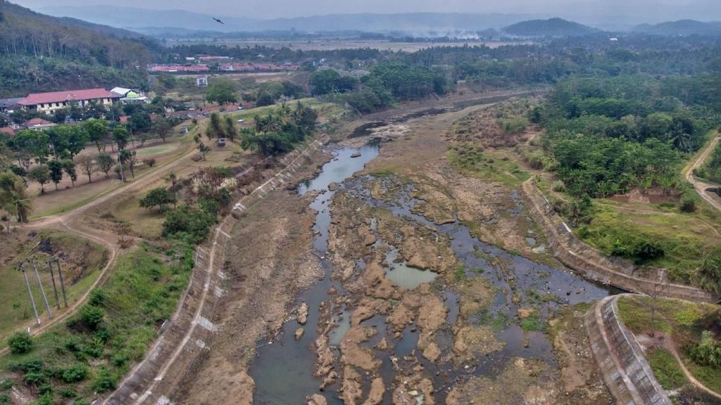 Potret Aliran Sungai Citanduy di Banjar yang Mulai Surut