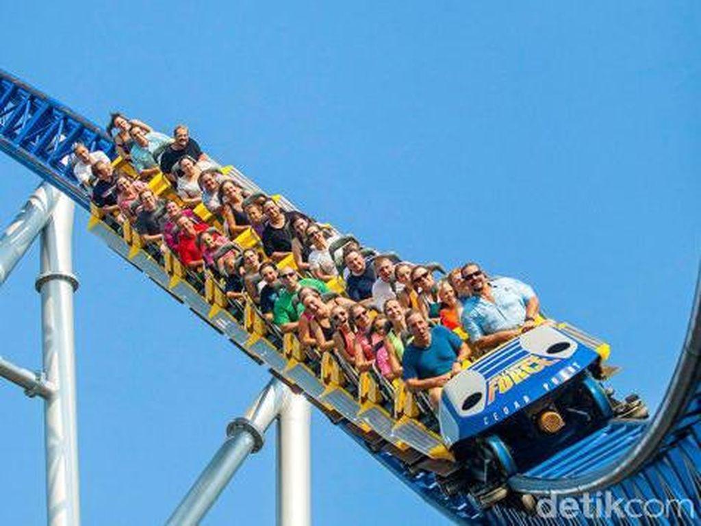 Duh, Pengunjung Terjebak di Roller Coaster Berjam-jam