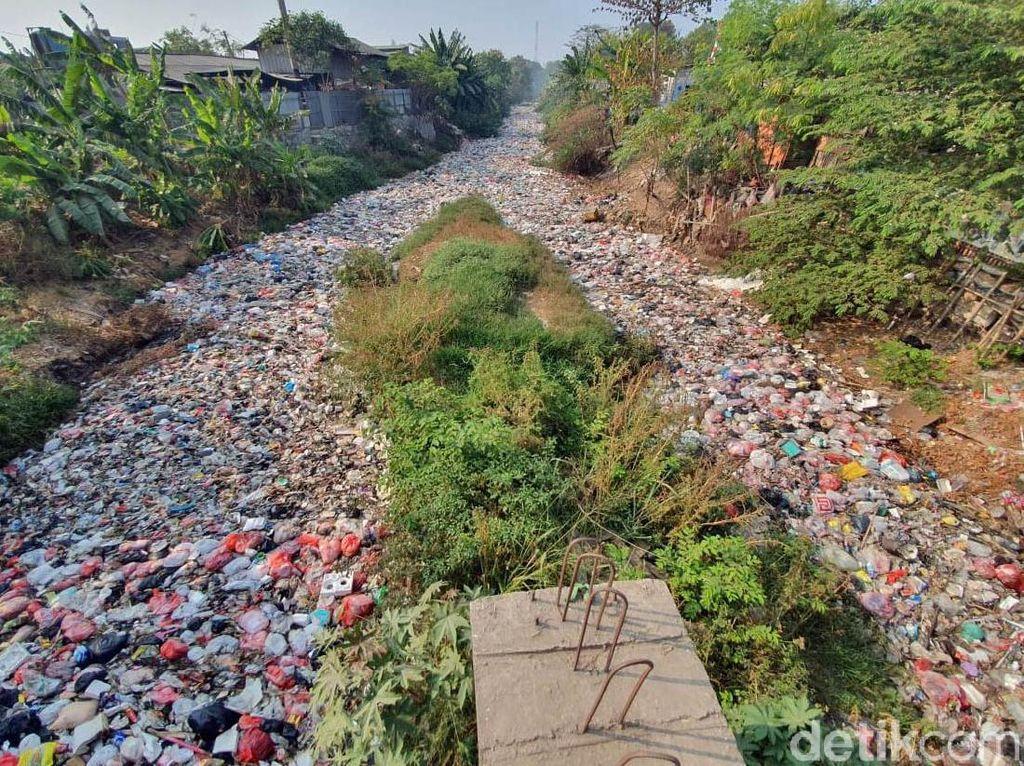 Bersihkan Lautan Sampah di Kali Jambe, Pemkab Bekasi Bakal Turunkan Backhoe