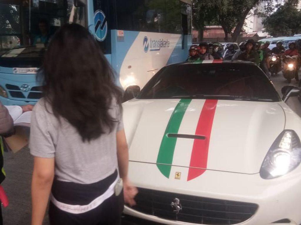 Tak Pasang Pelat Nomor, Pemilik Ferrari di Tanah Abang Ditilang