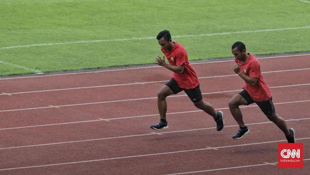 Atlet cabang olahraga atletik mengikuti pemusatan latihan nasional (Pelatnas) Atletik di Stadion Madya Gelora Bung Karno, Jakarta, Selasa (3/9/2019). PB PASI terus memberikan latihan kepada atlet-atlet atletik sebagai persiapan ajang SEA Games 2019 di Filipina.