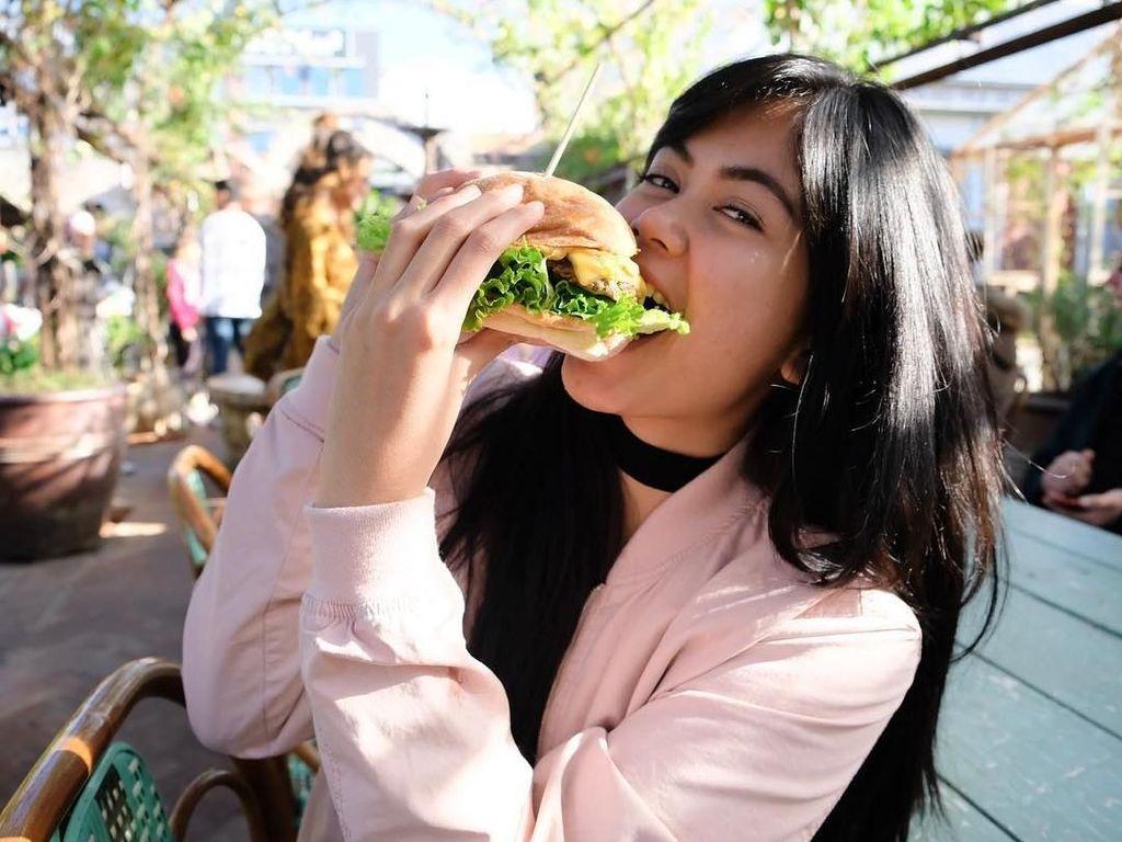 Cantiknya Istri Bima Aryo, Dokter Gigi yang Suka Makanan Manis