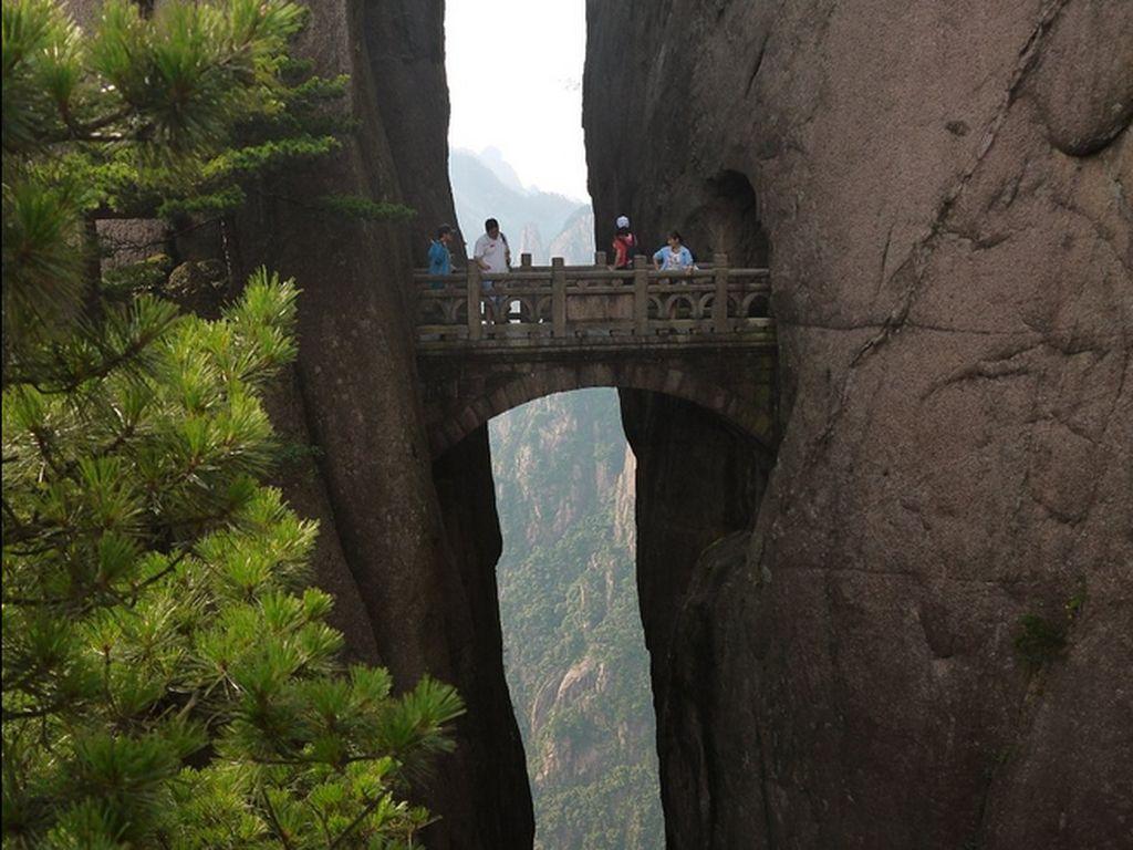 Jembatan Peri China yang Dulunya Mematikan
