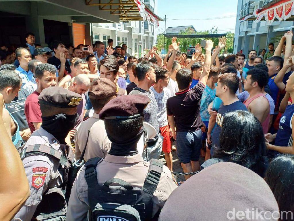 383 Pengungsi Luar Negeri Diserahkan ke Pemkab Sidoarjo