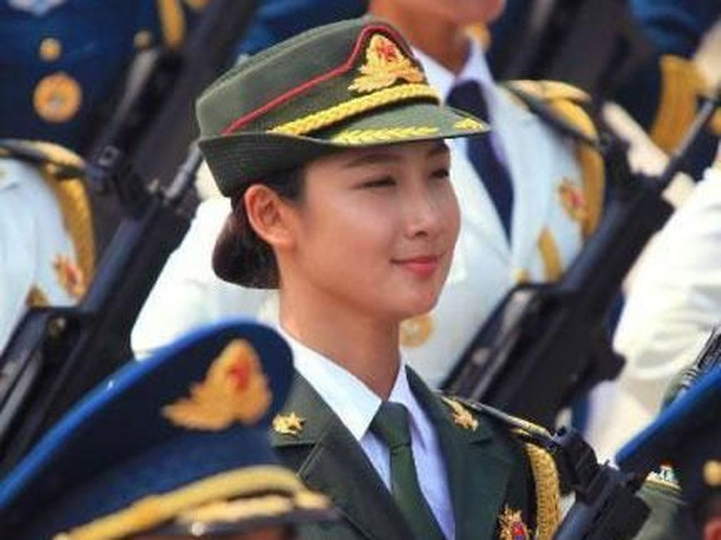 Ini Tentara Paling Cantik China yang Ternyata Mantan Model Lingerie