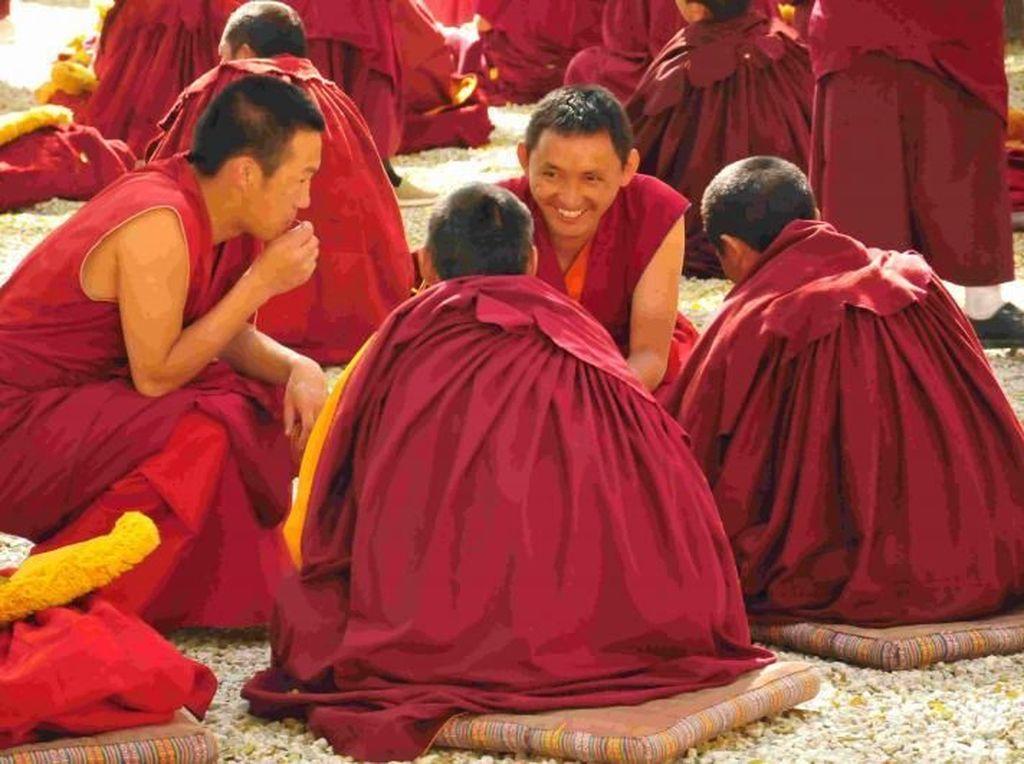 Potret Kehidupan Para Biksu di Tibet