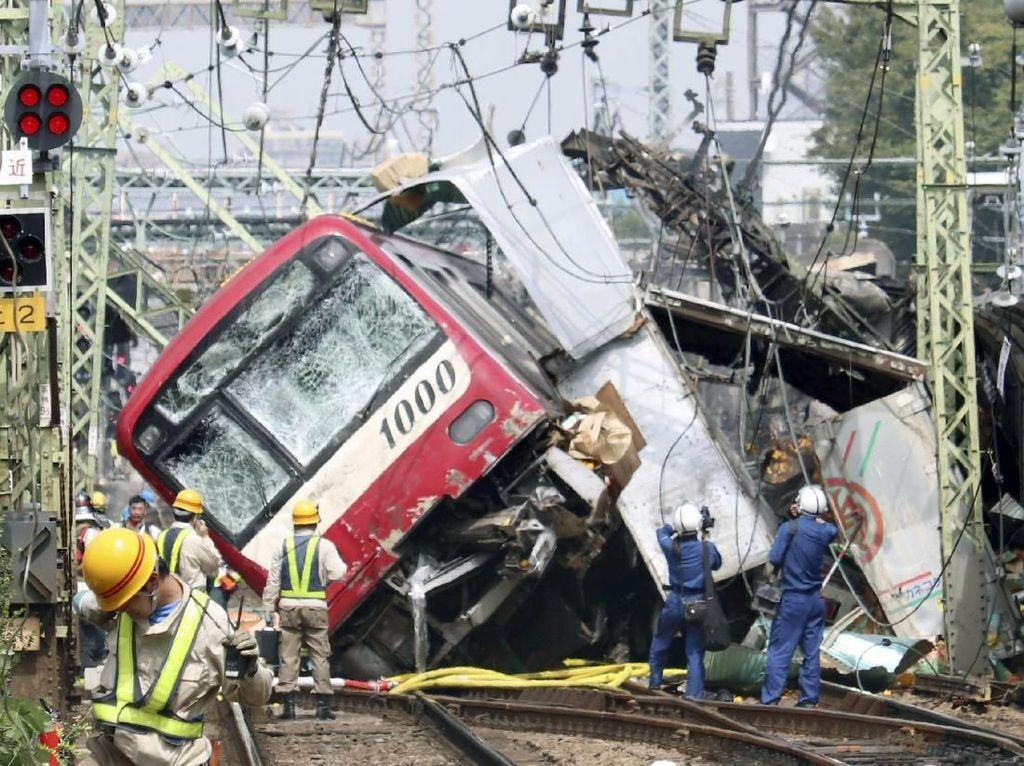 Tabrakan Truk dan Kereta di Jepang, 35 Orang Luka-luka