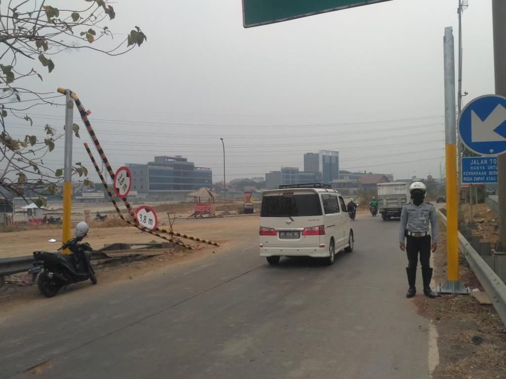 Portal Penghadang Truk di Exit Toll Kalimalang Roboh Lagi, Dishub Pasang CCTV