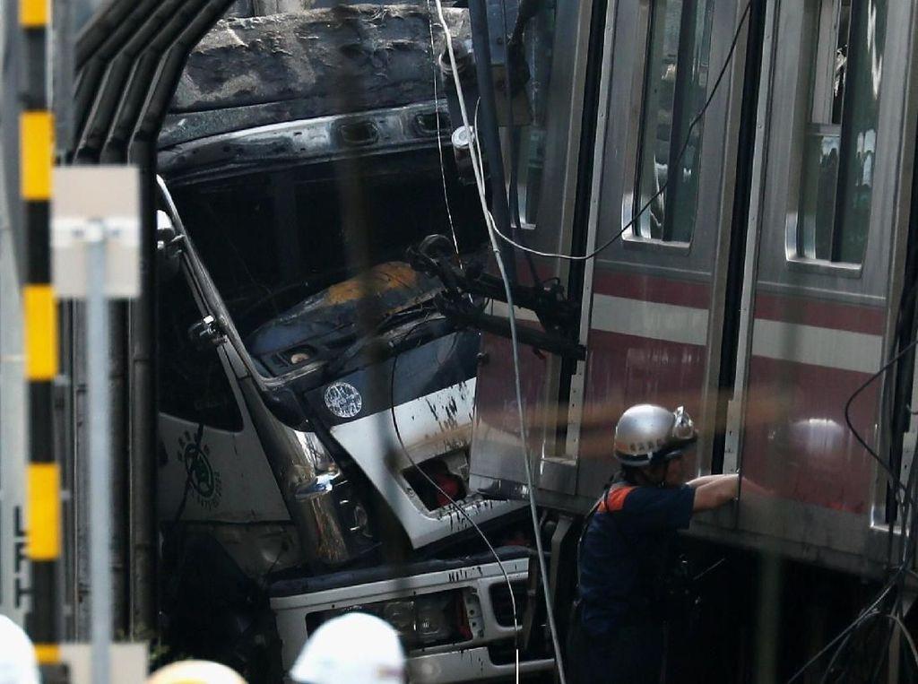 Sopir Truk Tewas Usai Tabrakan dengan Kereta Cepat di Jepang