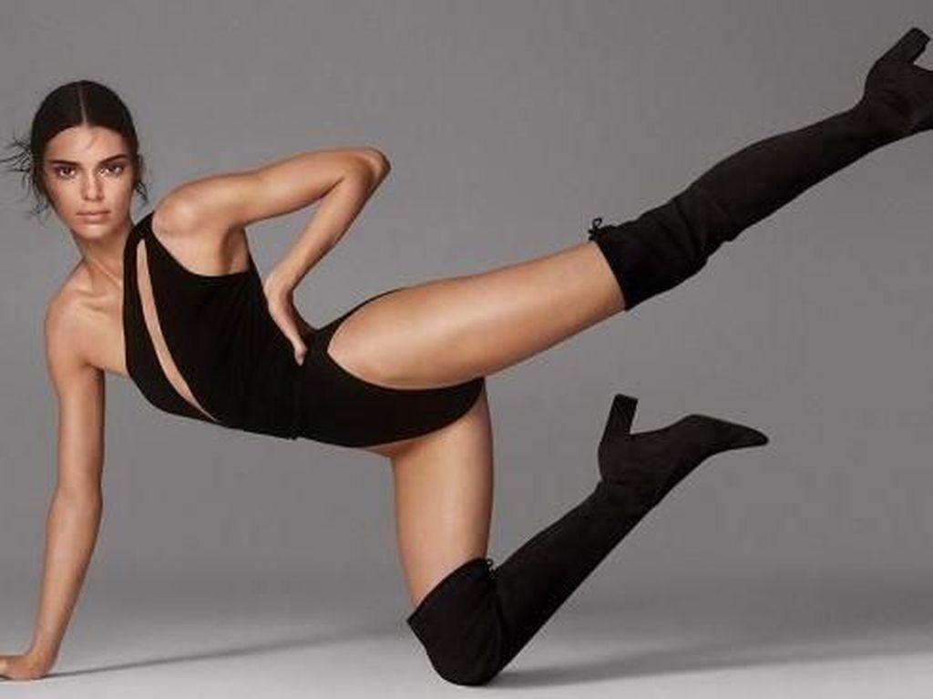 Kendall Jenner Tampil Seksi Sambil Akrobat di Pemotretan Terbaru