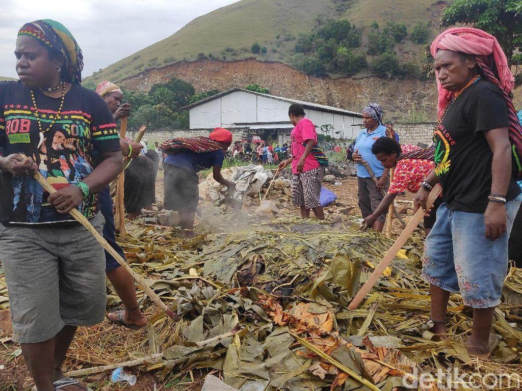 Upacara Bakar Batu di Sentani, Ketua Adat Janji Jaga Papua Damai