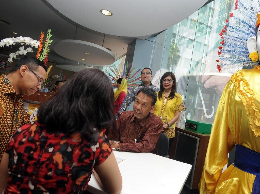 Tampil Beda di Hari Pelanggan Nasional Bank Mega