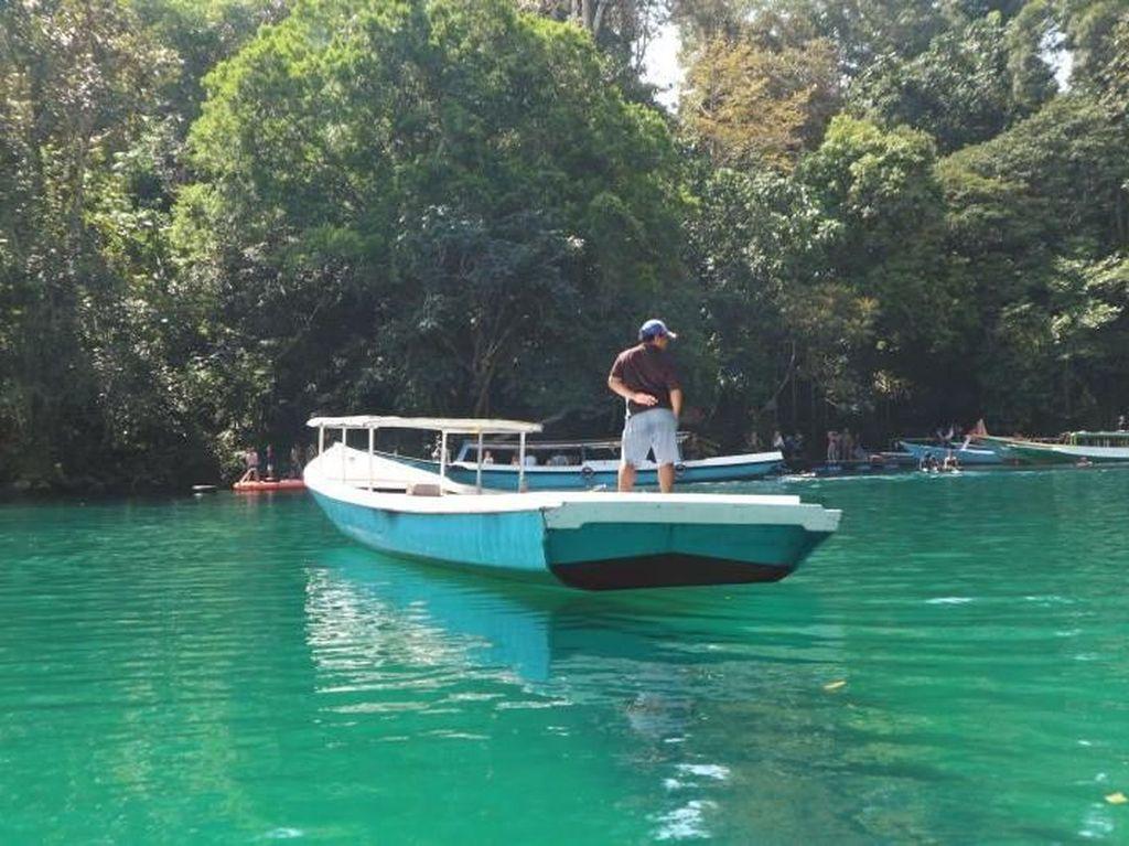 Seindah Apa Danau Labuan Cermin di Kalimantan Timur?
