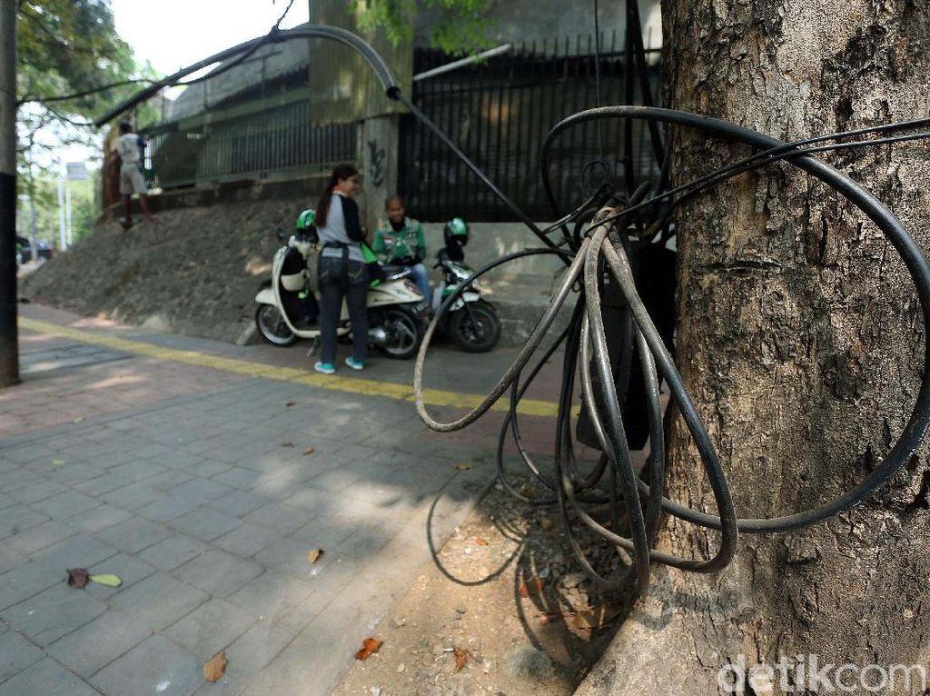 Dinas Bina Marga DKI Potong Kabel Semrawut Sepanjang 2,3 Km