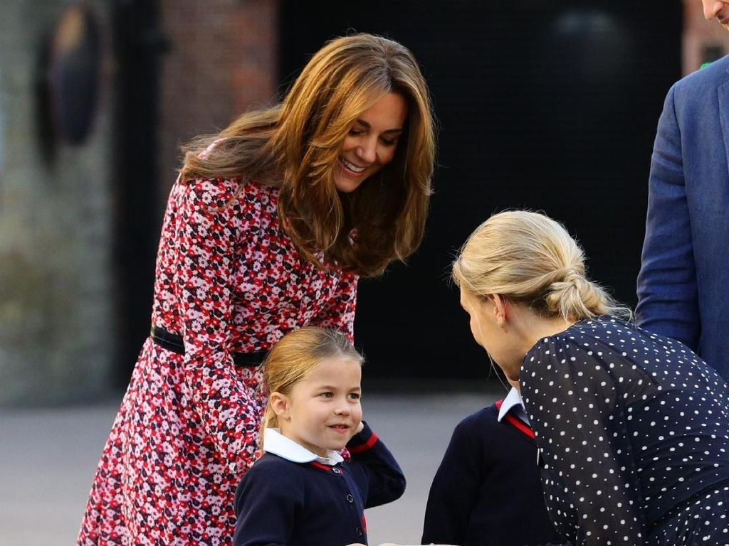 Foto: Gaya Stylish Kate Middleton Antar Charlotte di Hari Pertama Sekolah