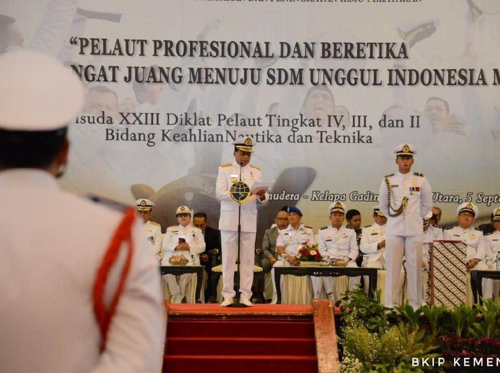 Menhub Budi Karya Lantik Pelaut Lulusan BP3IP Jakarta