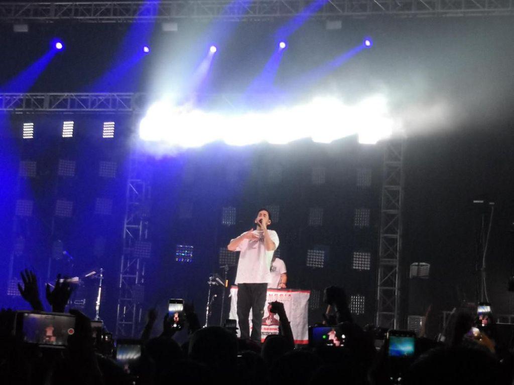 Haru Biru Penampilan Mike Shinoda di Jakarta