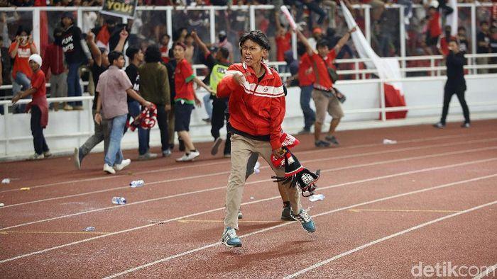 Kualifikasi Piala Dunia 2022 antara Indonesia dan Malaysia diwarnai kerusuhan suporter. (Agung Pambudhy/detikSport)