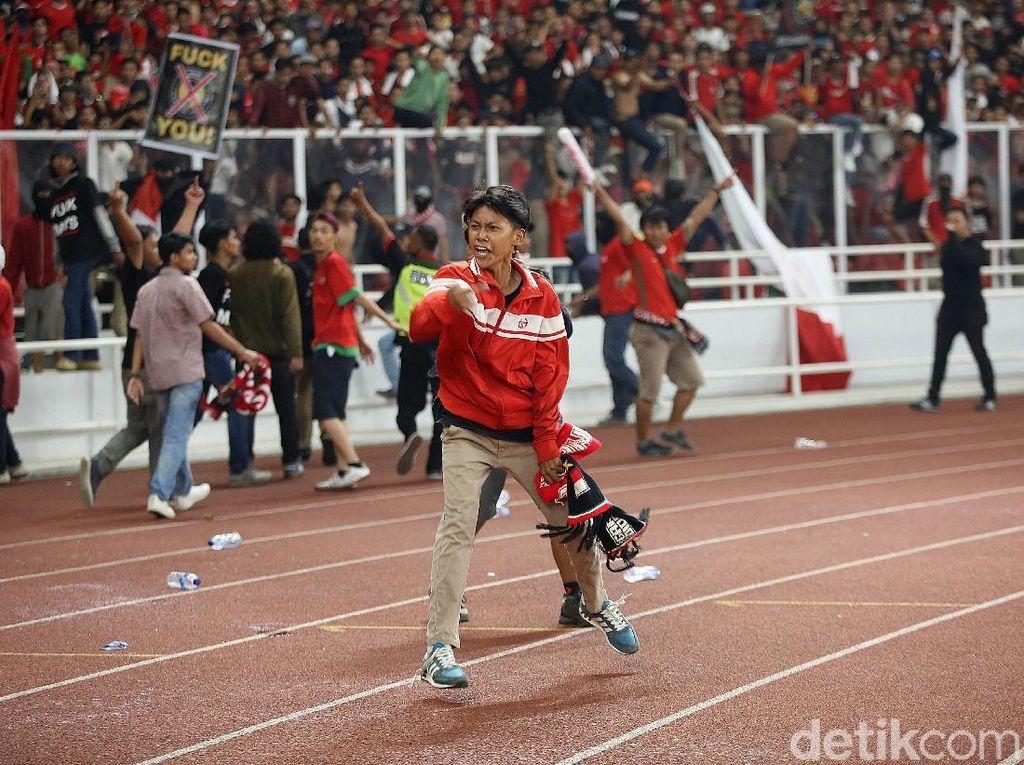 Tertibkan Suporter Saja Sulit, Indonesia Pede Jadi Tuan Rumah Piala Dunia?