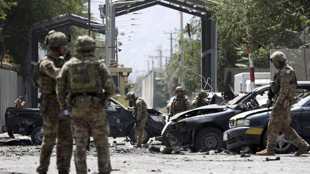 Pasukan Resolute Support dari NATO juga turut mengamankan lokasi ledakan