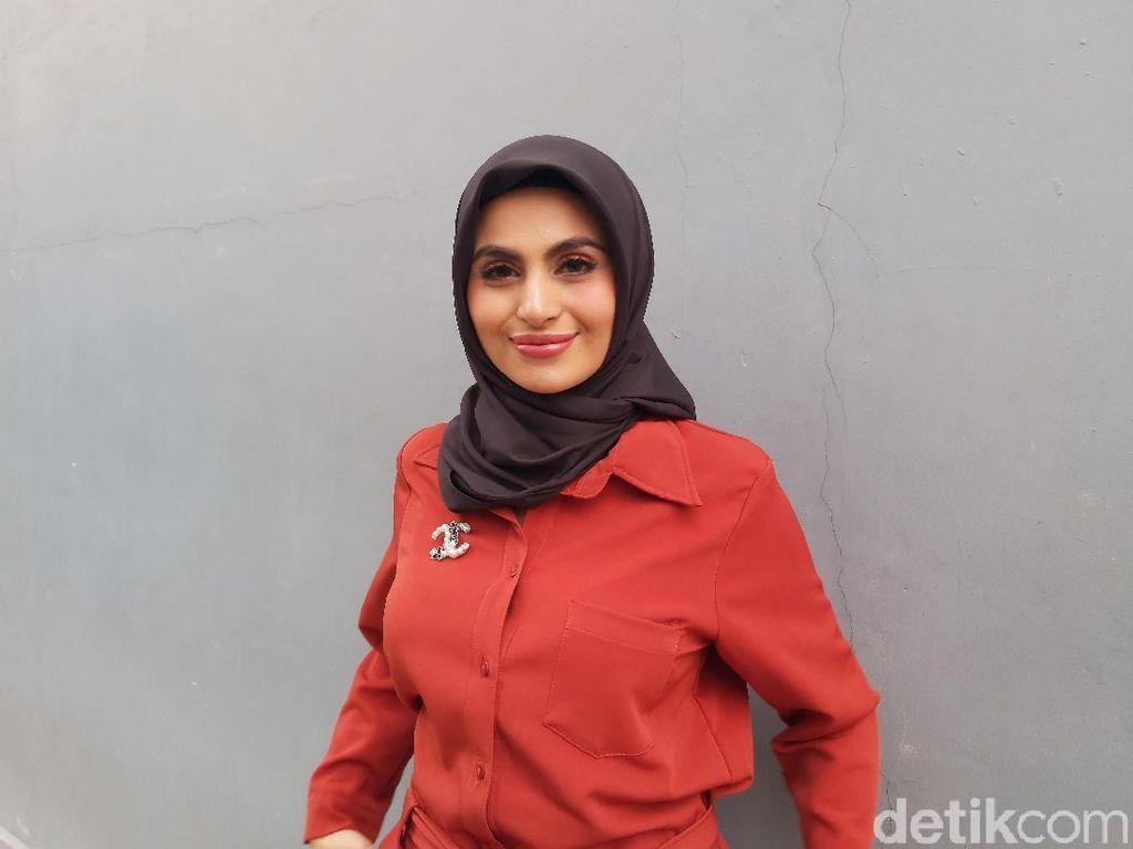 Dicibir karena Unggah Foto Lepas Hijab, Asha Shara Tak Peduli