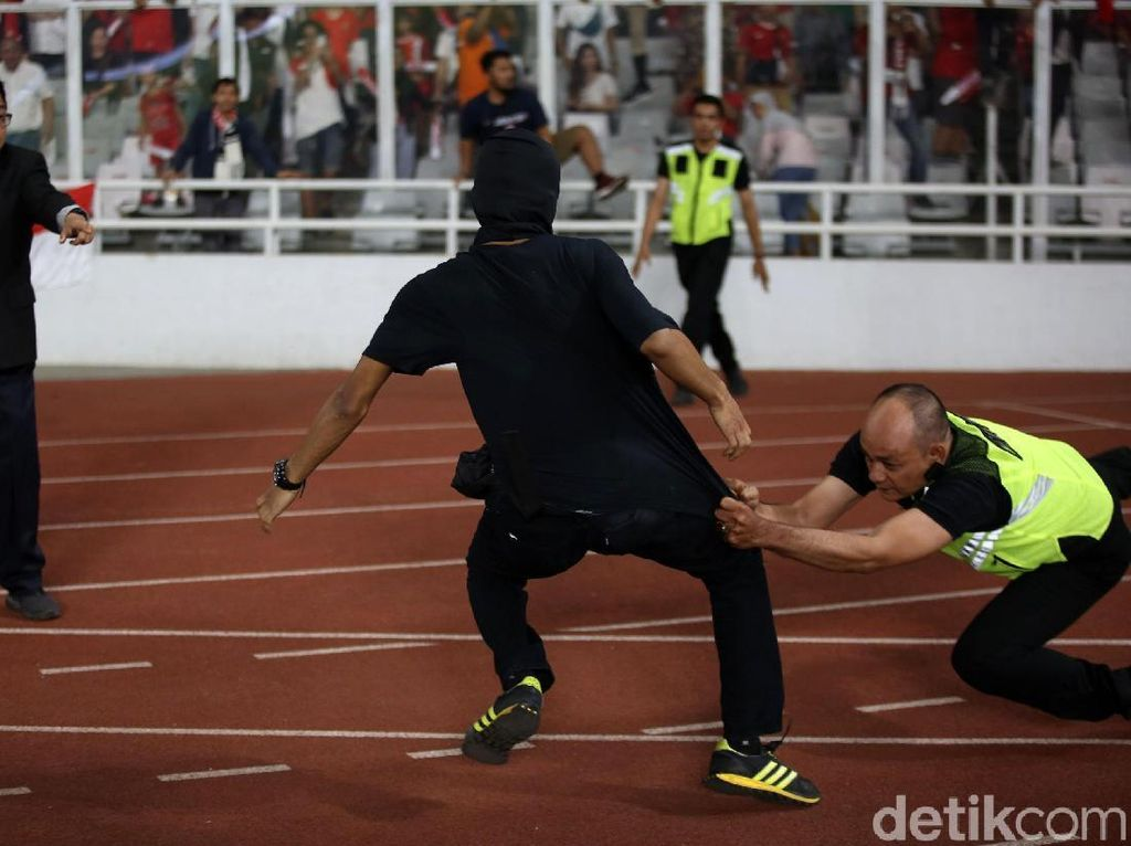 Suporter Ricuh, Indonesia Rugi Sendiri