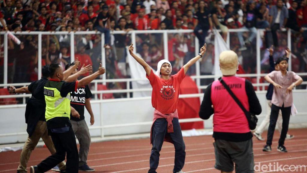 Ulah Memalukan Suporter Indonesia di GBK