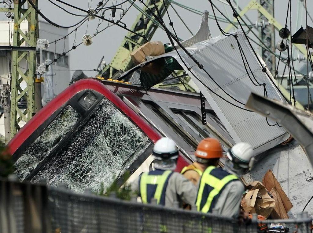 Parahnya Tabrakan Truk dan Kereta di Jepang, Puluhan Orang Luka-luka