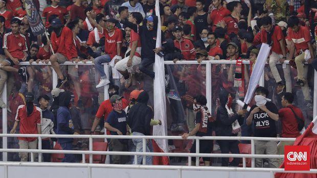 Kerusuhan di GBK meningkatkan intensitas rivalitas Indonesia vs Malaysia.