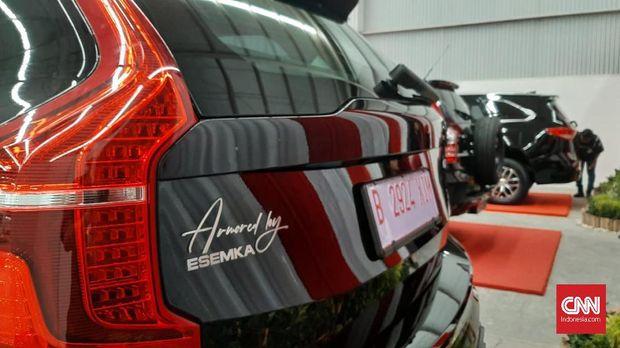 Mobil SUV bertuliskan 'Armored by Esemka'.
