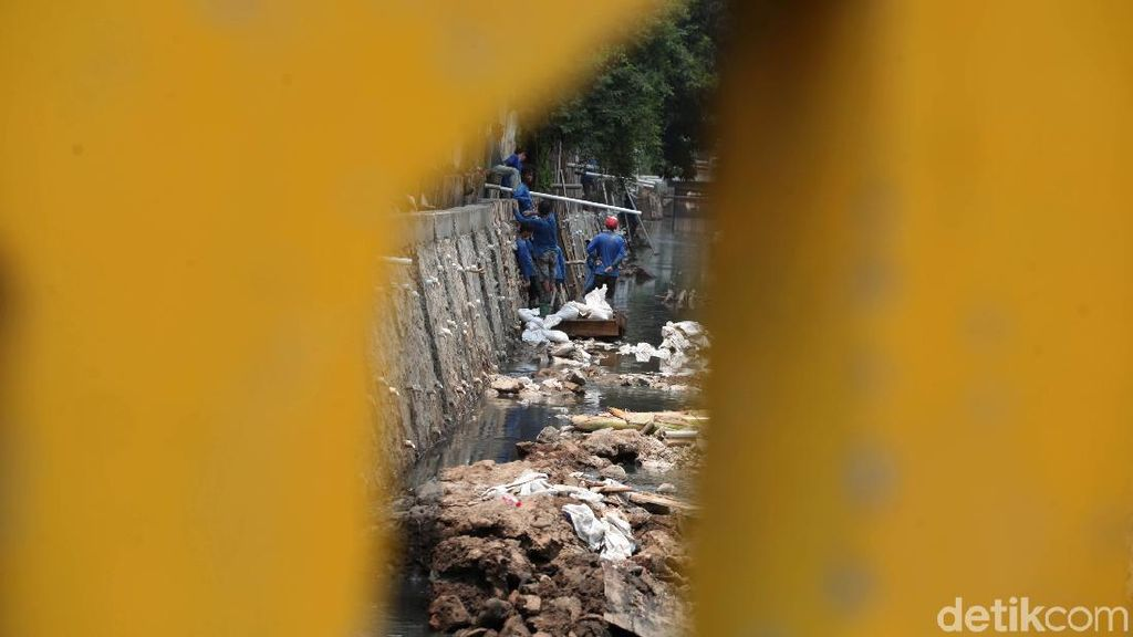 Sudin SDA Kebut Pembangunan Turap di Kawasan Hang Tuah