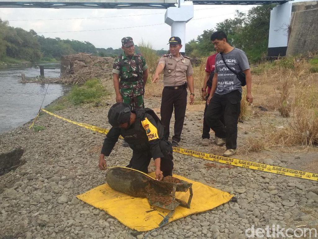 Jibom Evakuasi Mortir Berkarat yang Ditemukan Pemancing di Tulungagung