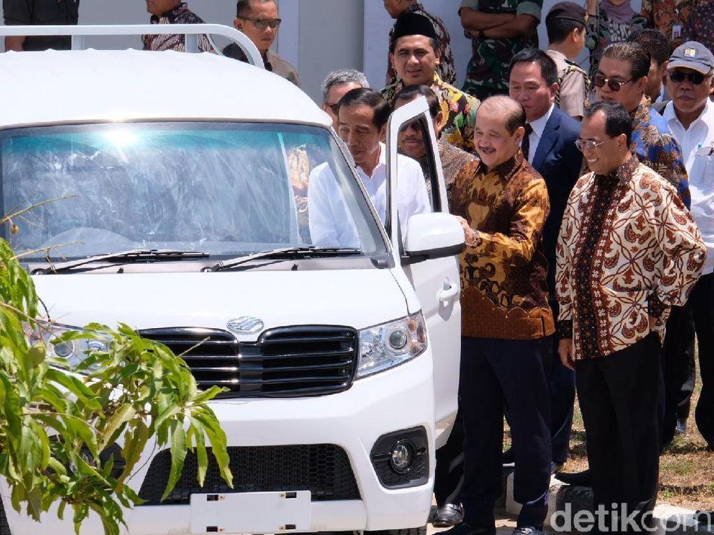 Melihat Produksi Mobil Esemka yang Disaksikan Jokowi
