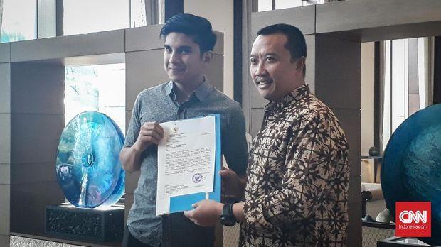 Menteri Pemuda dan Olahraga Indonesia Imam Nahrawi bertemu dengan Menteri Pemuda dan Olahraga Malaysia Syed Saddiq untuk menyampaikan langsung permohonan maaf di Hotel Fairmont, Jakarta, Jumat (6/9).