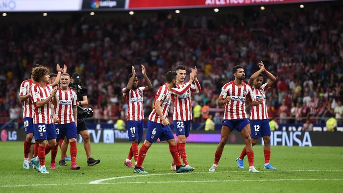 MADRID, SPAIN - SEPTEMBER 01: Atletico Madrid players celebrate victory at full-time after the Liga match between Club Atletico de Madrid and SD Eibar SAD at Wanda Metropolitano on September 01, 2019 in Madrid, Spain. (Photo by Denis Doyle/Getty Images)