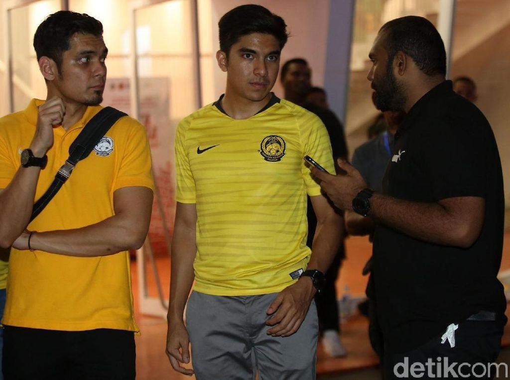 Momen Menpora Malaysia Tertahan di Dalam GBK Saat Ricuh Suporter