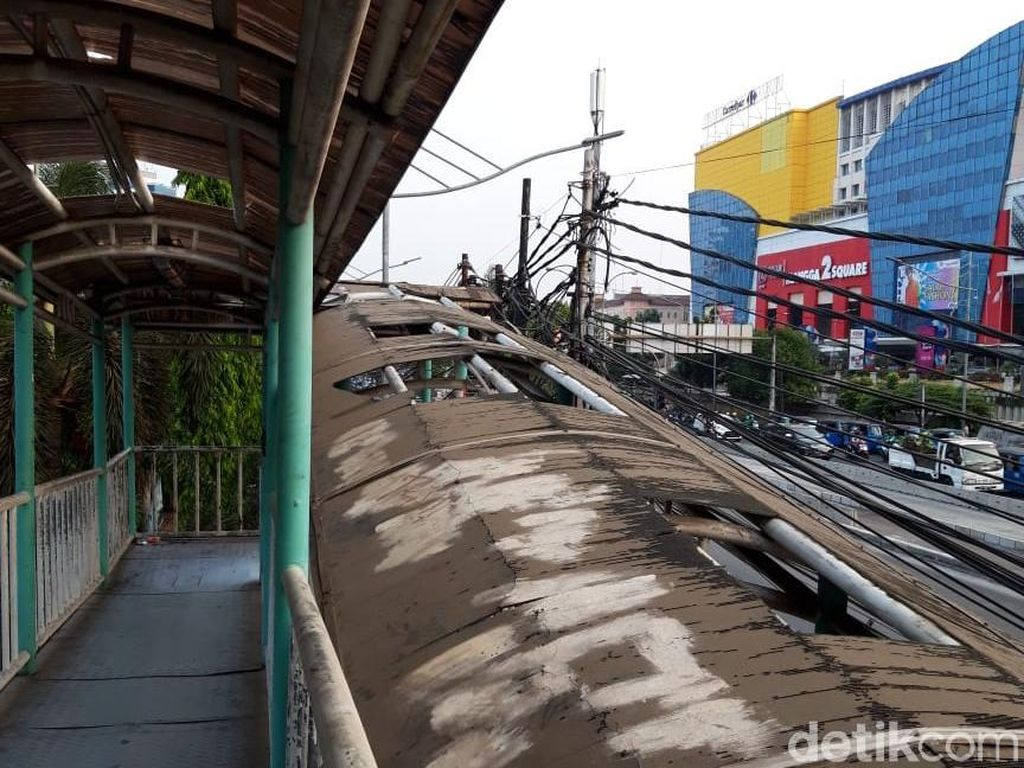JPO di Gunung Sahari Sebagian Rusak: Atap Bolong, Banyak Baut Hilang