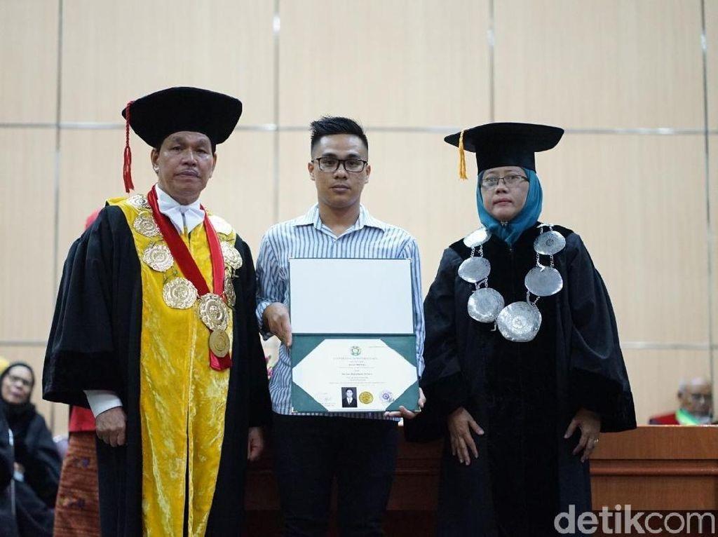 Wisuda 2 Mahasiswa USU yang Tewas Terseret Ombak di Aceh Diwakili Keluarga