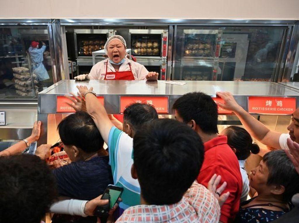 Antre Panjang hingga Berebut Daging, Warga China Antusias Datangi Costco