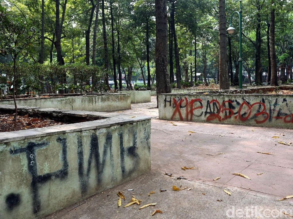 Miris, Taman Puring Tak Lagi Terawat