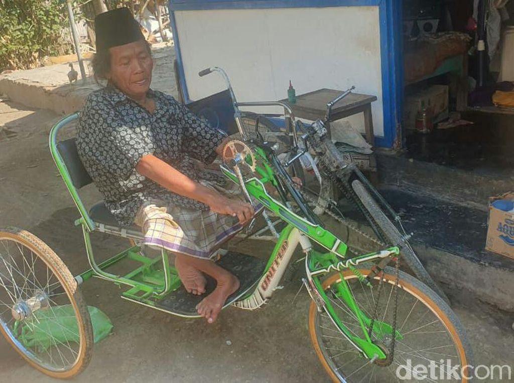 Penyandang Disabilitas Rawat Ibunya yang Lumpuh Hidup Sebatang Kara