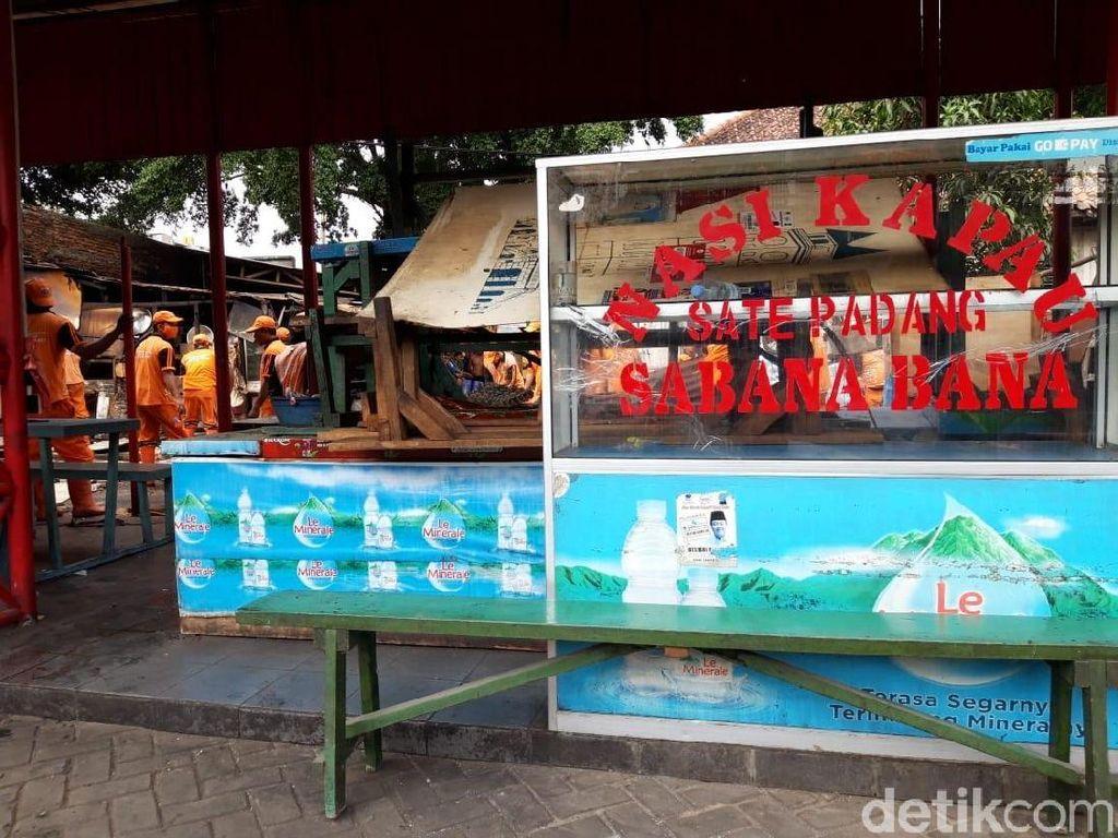 Direlokasi, Loksem Nasi Kapau di Kramat Raya Sudah Dikosongkan