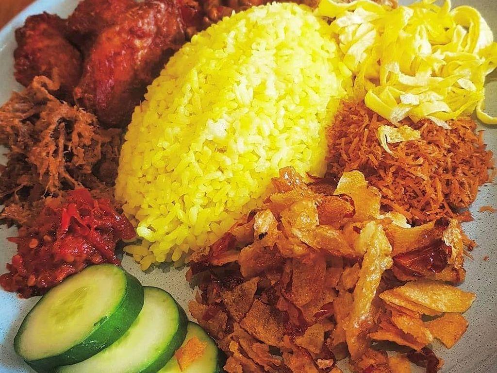 Sarapan Enak 5 Nasi Kuning Paling Populer di Indonesia