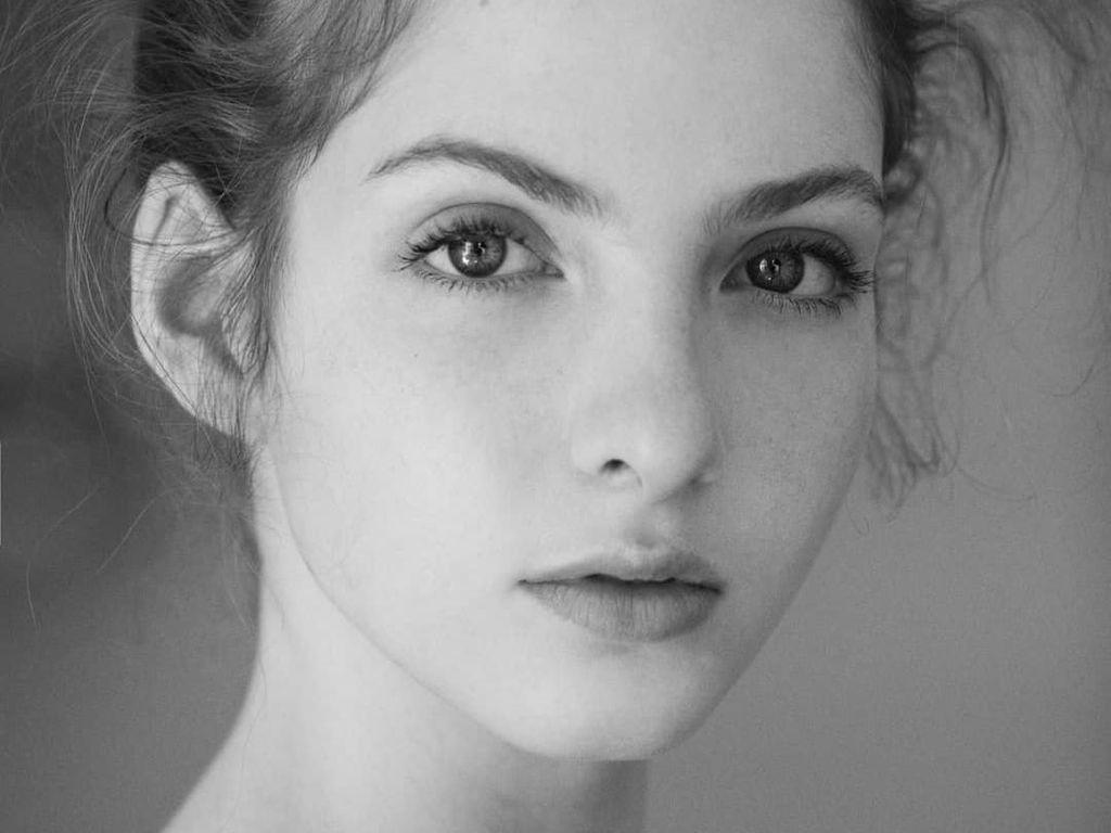 Wanita Cantik Ungkap Sisi Gelap Dunia Fashion yang Bikin Model Kelaparan