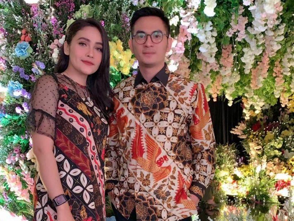 Ichal Muhammad Lamar Dafina Jamasir di Depan Kakbah