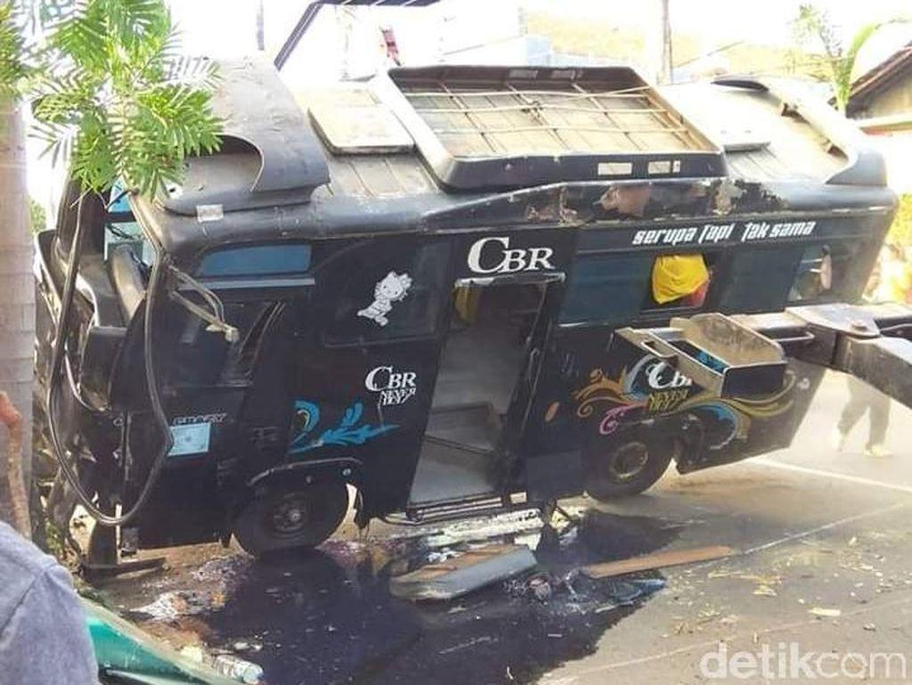 Bus Tabrak Pemotor Menyeberang Jalan di Jepara, Seorang Tewas